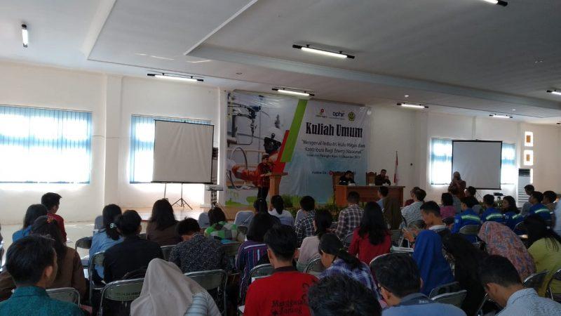 Rektor UPR Andrie Elia saat menyampaikan sambutannya diacara kuliah umum Selasa (10/12/2019).