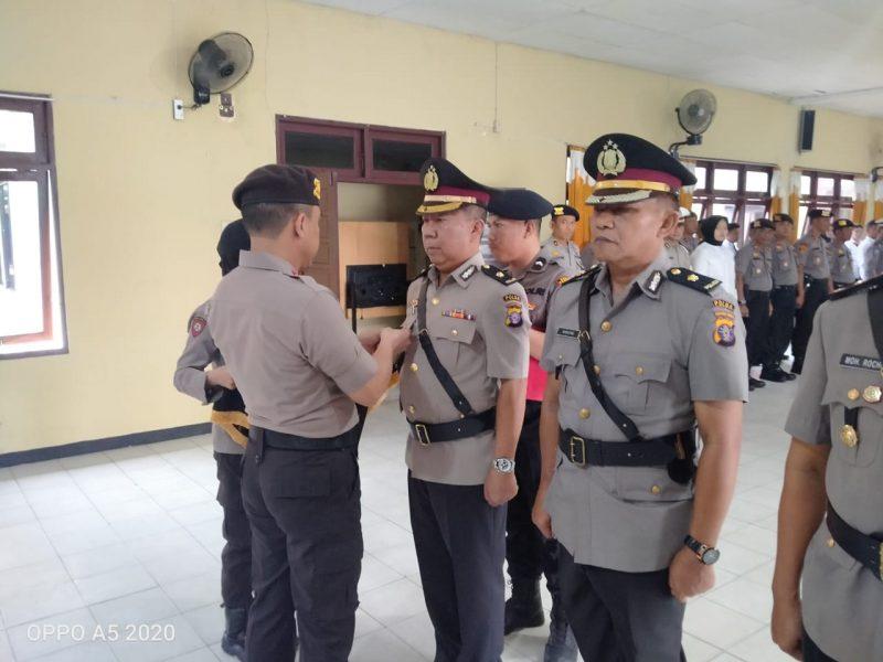 Kapolres Katingan, AKBP Andri Siswan Ansyah, S.Ik pimpin sertijab dua pejabat dilingkup Polres Katingan Rabu (11/12/2019).