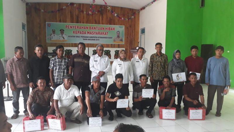 Bupati Kobar Hj Nurhidayah saat poto bersama nelayan Rabu (11/12/2019).