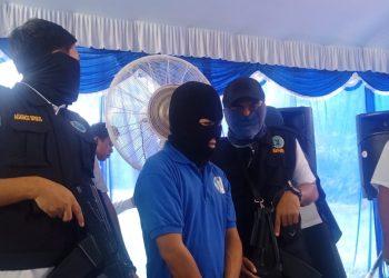 Pelaku saat diperlihatkan pada awak media, ketika digelar press release di Kantor BNNK Kota Palangka Raya Rabu (11/12/2019).