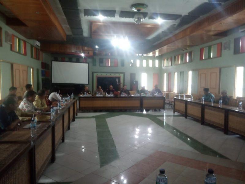 Bupati Katingan Sakariyas saat memimpin rakor Kamis (12/12/2019).