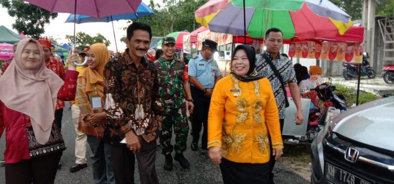 Bupati Kobar Hj Nurhudayah dan Wakil Ketua I Mulyadin saat menghadiri kegiatan.