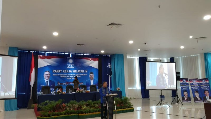 Ketua Umum PAN H Zulkifli Hasan saat memberikan sambutan dalam Rakerwil IV DPW PAN Kalteng Sabtu (14/12/2019).