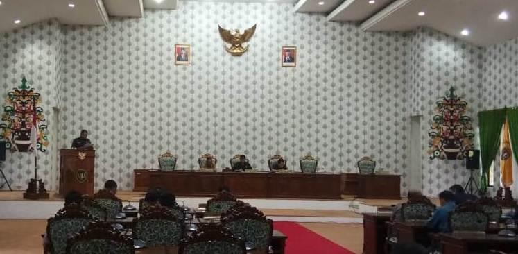 Wakil Ketua I dan II saat memimpin jalannya rapat paripurna penyampaian hasil reses Selasa (17/12/2019).