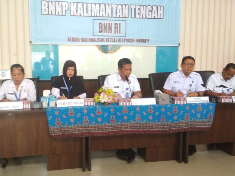 Kepala BNNP Brigjen Pol Marudut Hutabarat.saat memberikan keterangan kepada awak media ketika menggelar press release di Aula BNNP Kalteng Rabu (18/12/2019).