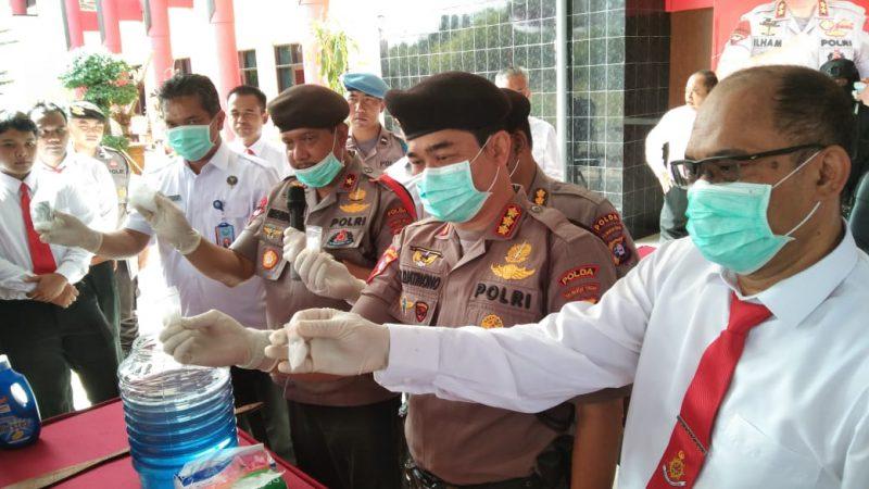 Wakapolda Kalteng Brigjen Pol Rikwanto saat memimpin giat pemusnahan barbuk sabu di Mapolda Kalteng Kamis (19/12/2019).