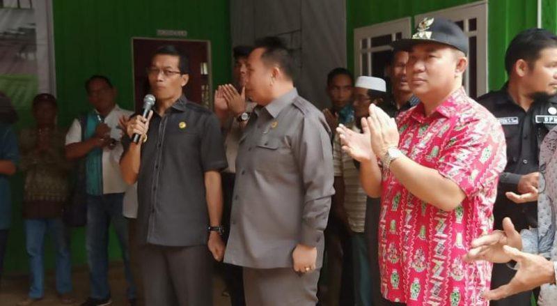 Camat Murung Banjang Jalin saat menghadiri peresmian Rumah Getah mendampingi Bupati Mura Perdie M Yoseph di Desa Mangkahui Jumat (20/12/2019).