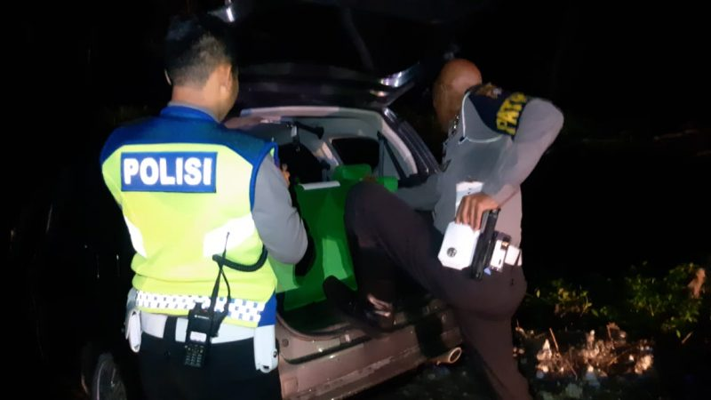 Anggota saat mengamankan mobil pelaku Senin (23/12/2019) malam.