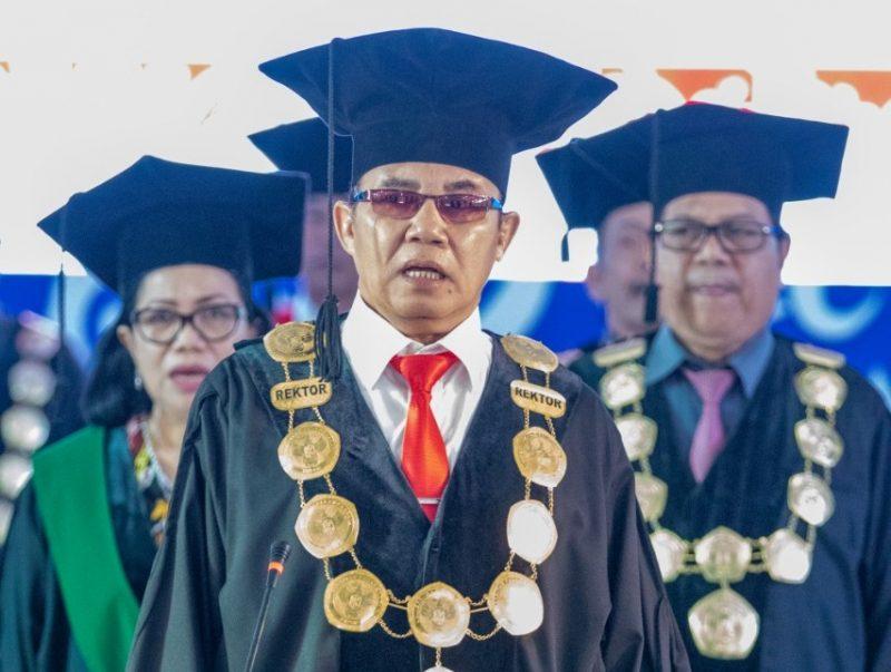 Rektor UPRD Andrie Elia saat memimpin diesnatalis belum lama ini.