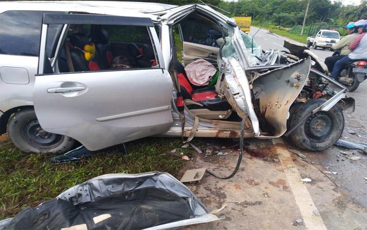 Mobil saat ringsek berat seusai kejadian Senin (16/12/2019).