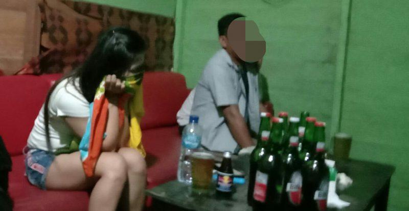 Kedua pria dan wanita saat terciduk anggota Ditsabhara Polda Kalteng ketika hendak ngamar Jumat (17/1/2020) dini hari.
