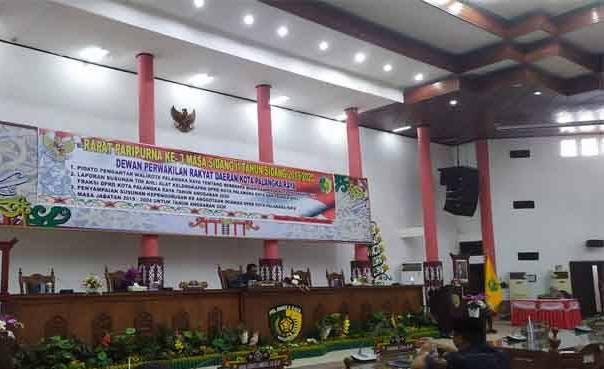 Ketua DPRD Kota Palangka Raya Sigit K Yunianto saat memimpin rapat paripurna Senin (24/2/2020).