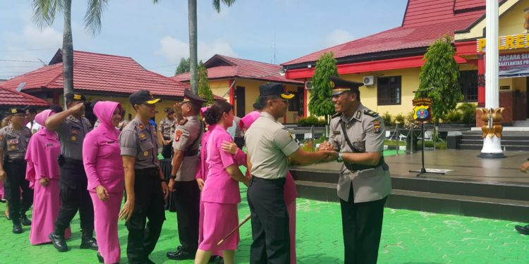 Kapolres Kobar AKBP E Bahagia Dharma Ginting saat memimpin acara kenal pamit sekaligus pisah sambut jabatan Kasatlantas di Mapolres Kobar Senin (3/2/2020).