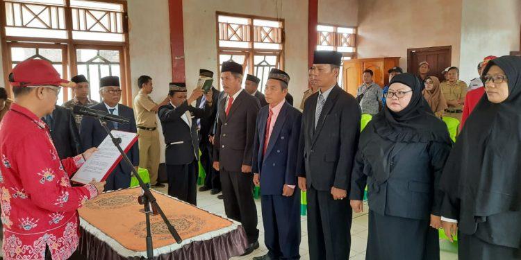 Bupati Seruyan Yulhaidir saat melantik pejabat struktural di Kecamatan Seruyan Raya Selasa (4/2/2020).
