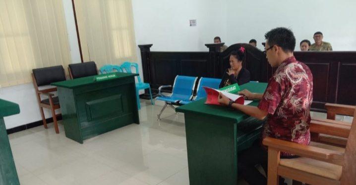 Mucikari Titi saat menjalani sidang lanjutan di PN Pangkalan Bun Kamis (6/2/2020).