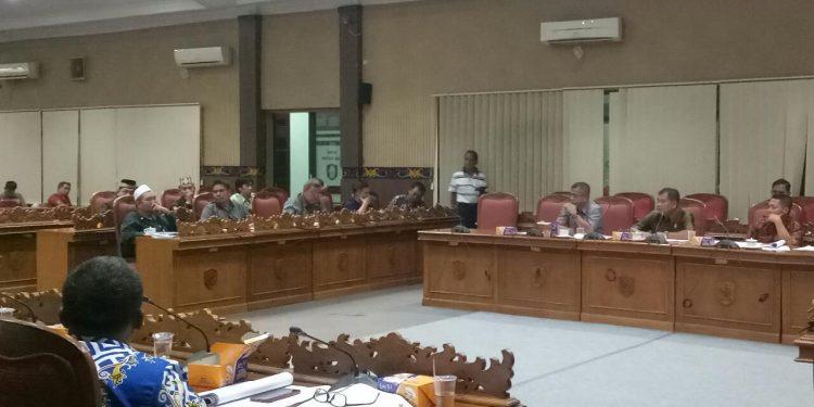 Pihak yayasan saat menghadiri RDP di Aula DPRD Kotim Jumat (7/2/2020).