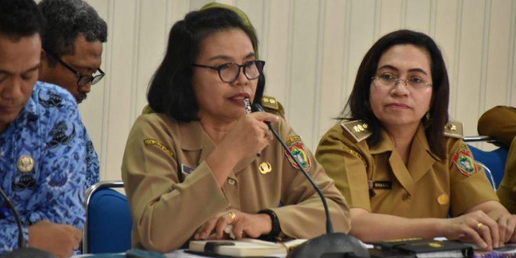 Kepala Bidang Perdagangan Dalam Negeri, Dinas Perindustrian dan Perdagangan Kalimantan Tengah, Jenta saat memberikan keterangan.