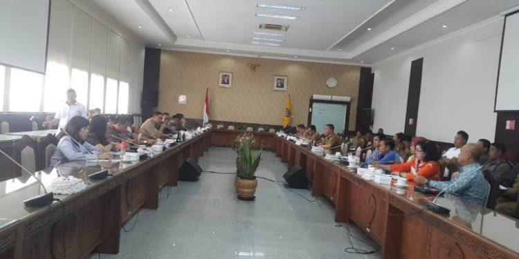 Komisi II DPRD Kalteng saat menggelar RDP dengan perwakilan gapoktan Senin (10/2/2020).