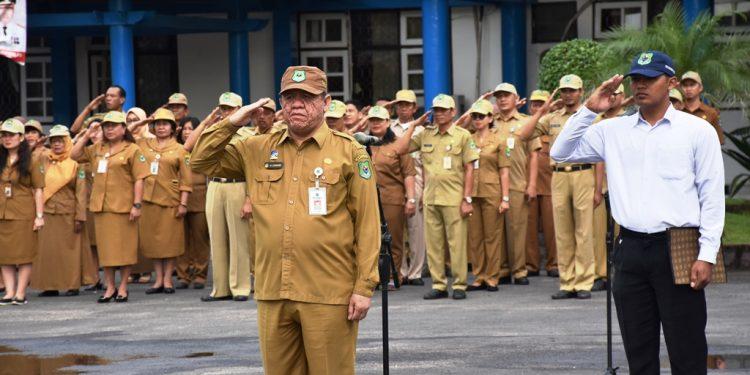 Kadiskominfo Kapuas H Junaidi saat memimpin apel gabungan Senin (10/2/2020).