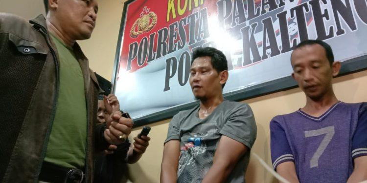 Kapolresta Palangka Raya Kombes Pol Dwi Tunggal Jaladri saat mengintrogasi kedua pelaku Selasa (11/2/2020) tadi malam.