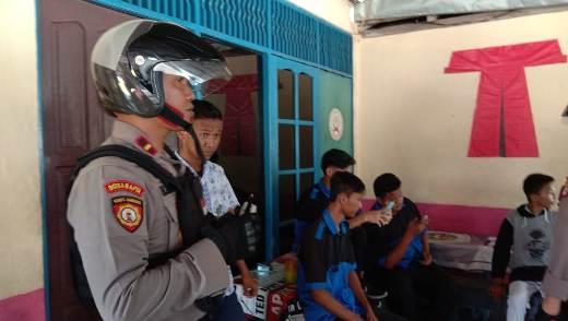 Tim Raimas saat membubarkan remaja yang nongkrong Rabu (12/2).