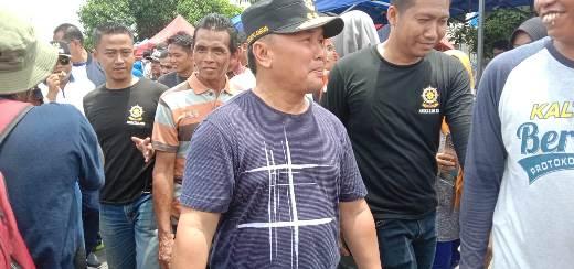GUbernur Kalteng Sugianto Sabran saat mengunjungi warga Minggu (17/2).