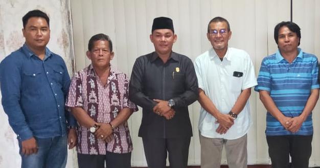 Wakil Ketua DPRD Mura Rahmanto Muhidin saat poto bersama tokoh masyarakat Selasa (18/2/2020).