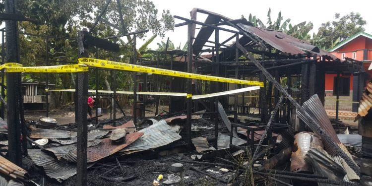 Rumah yang terletak di Jalan Imam Bonjol hanya menyisakan puing arang seusai kejadian kebakaran Rabu (19/2/2020).