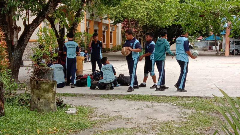 Pelajar SMPN-2 Palangka Raya saat beraktivitas di sekolahnya ketika dipoto Jumat (21/2/2020).