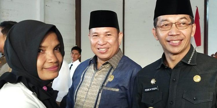 Ketua DPRD Murung Raya Doni SP M.Si dan Bupati Mura Perdie M Yoseph saat menghadiri salah satu kegiatan.