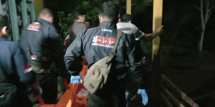 Tim ERP saat mengevakuasi jasad korban Selasa (25/2/2020) dini hari tadi.