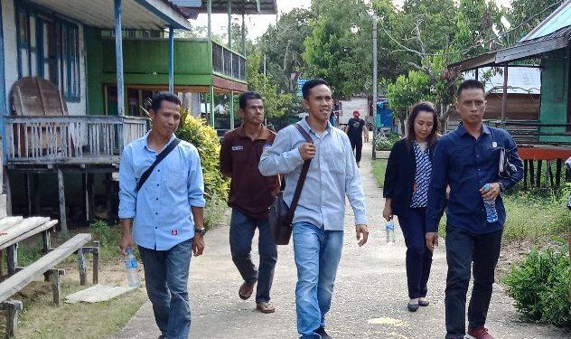 Anggota DPRD Murung Raya Akhirudin saat menggelar reses di Desa Batu Putih dan Dirung baru-baru ini.
