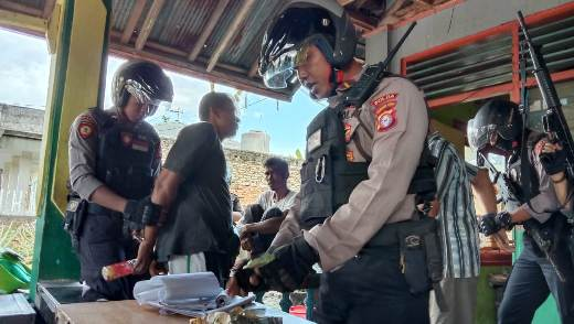 Pejudi saat diamankan Anggota Ditsabhara Polda Kalteng Kamis (27/2/2020) sore.