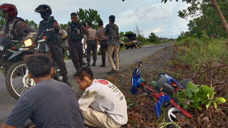 Salah seorang remaja balapan liar ketika terluka dibagian kepala usai terjatuh dikejar polisi Kamis (27/2) sore.