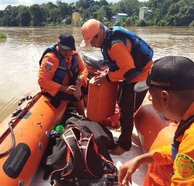 Tim Basarnas saat berada di lokasi melakukan pencarian Jumat (28/2).