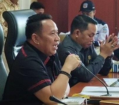 Ketua DPRD Mura Doni SP. M.Si saat memimpin RDP Rabu (12/2/2020).