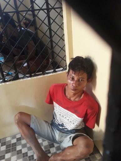 Pelaku pencurian yang tertangkap babak belur dihajar massa. Foto : ry