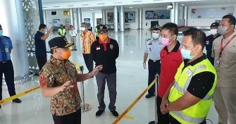 Gubernur Kalteng H Sugianto Sabran memberikan pengarahan dalam upaya penanggulangan Covid-19, Kamis (26/3/2020). Foto : am