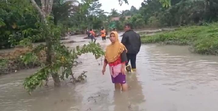 Banjir saat merendam sejumlah desa di Kecamatan Pangkalan Lada Selasa (3/3).
