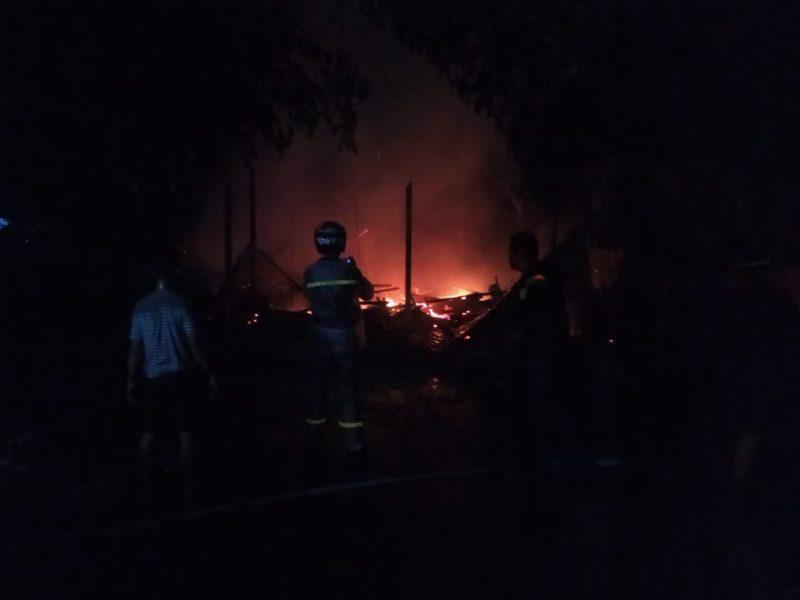 Rumah korban saat masih terbakar Selasa (3/3/2020) dini hari.