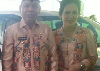 Bupati Kapuas Ben Brahim S Bahat bersama istri.
