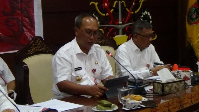 Kepala BPBD Kalteng Mofit Saptono saat memberikan keterangan kepada awak media, terkait status darurat virus corona Rabu (18/3).