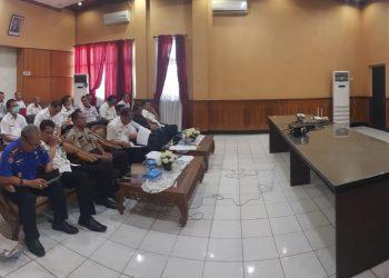 Sejumlah pejabat dilingkup Pemkab Kapuas saat menghadiri video conference belum lama ini.