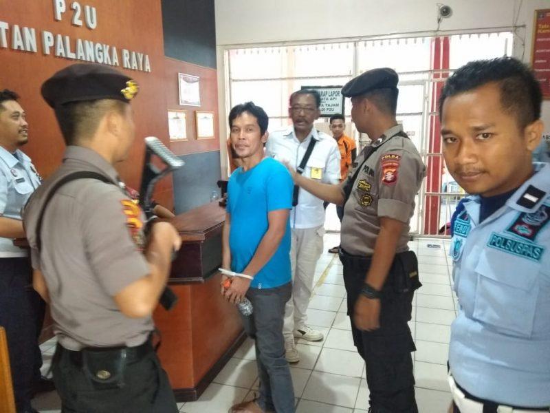 Jajaran Polda Kalteng saat memeriksa Saleh Kamis (19/3).