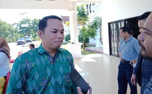 Wakil Ketua II DPRD Mura Rahmanto Muhidin saat memberikan keterangan kepada awak media, Minggu (22/3).