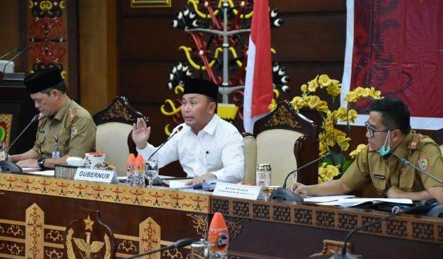 Gubernur Kalteng Sugianto Sabran saat memberikan keterangan resmi kepada awak media, Selasa (24/3) malam.