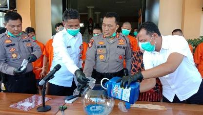 DIMUSNAHKAN - Sebanyak 473,94 gram Sabu dimusnahkan oleh Polresta Palangka Raya, Selasa (24/3/2020). Foto : am