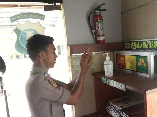 Polres Katingan, Siapkan cairan pencuci tangan Hand Sanitizer di ruang pelayanan masyarakat. Foto : MI