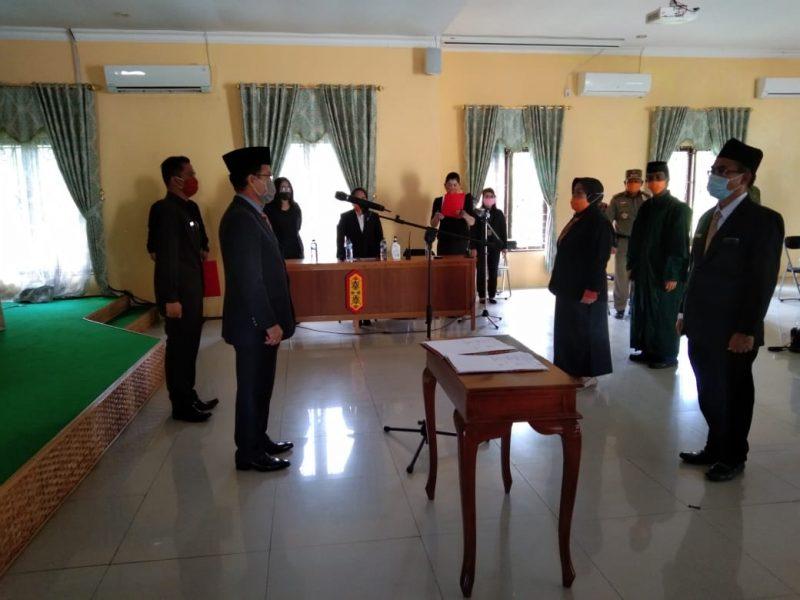 Bupati Katingan Sakariyas saat melantik Pejabat Eselon III dan IV di Pemkab Katingan, Kamis (9/4/2020). foto : IM