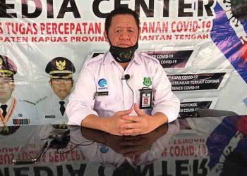 Juru Bicara Gugus Tugas Covid-19 Kapuas H Junaidi saat menyampaikan rilis terbaru jumlah pasien terpapar Covid-19 Kapuas Rabu (29/4).